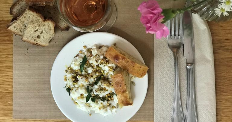 Ricotta aux graines de fenouil torréfiées, miel et poivre de Penja