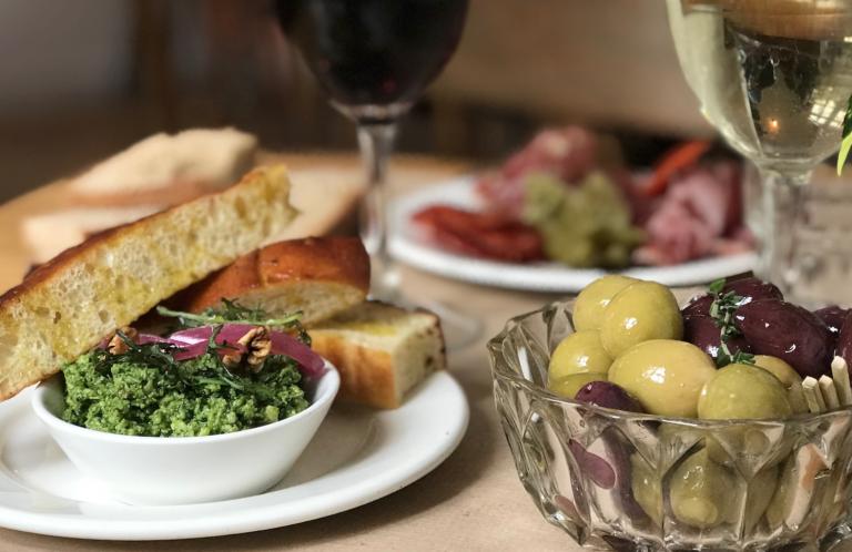 Pesto de roquette, Olives marinées