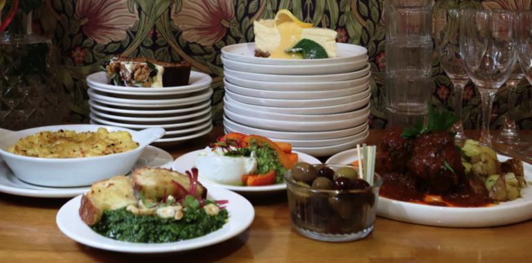Nous vous proposons une sélection de plats à emporter ou en pré-commande en Click&Collect • We suggest you a selection of dishes to take-away or in pre-oreder on Click&Collect